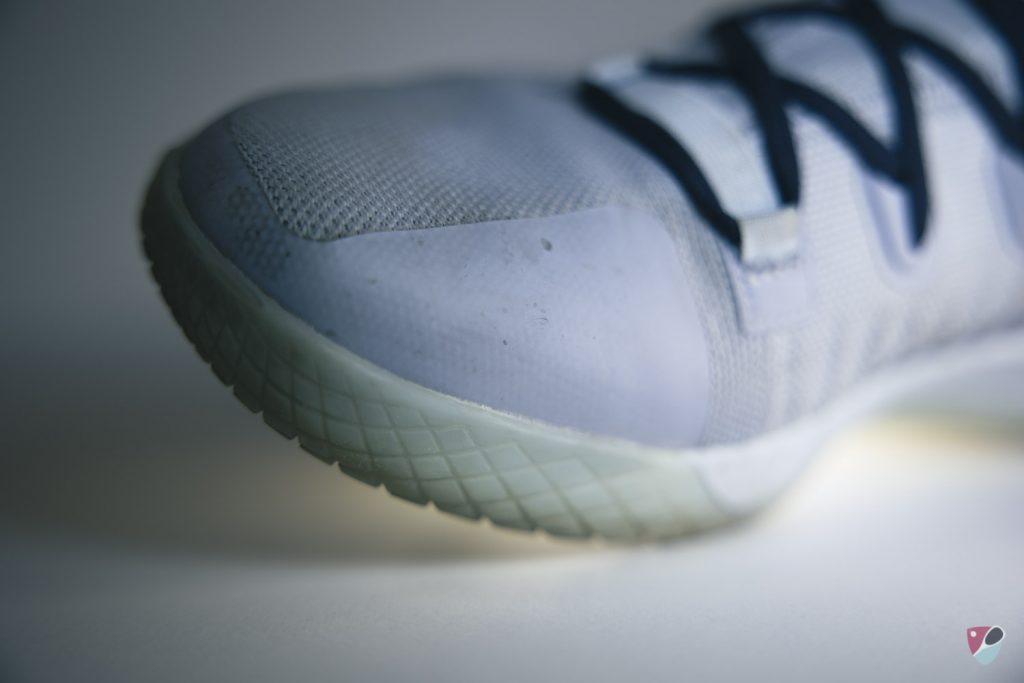 avant de la chaussure de squash adidas stabil next gen prime blue